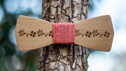 dreveny-motylik-folklorny